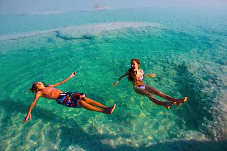Мертвое море - один из самых соленых водоемов в мире.